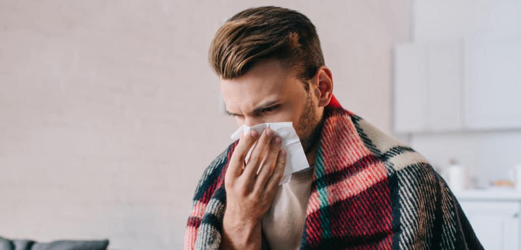 Auch die Ohren leiden bei einer Erkältung mit (Credit: Shutterstock)