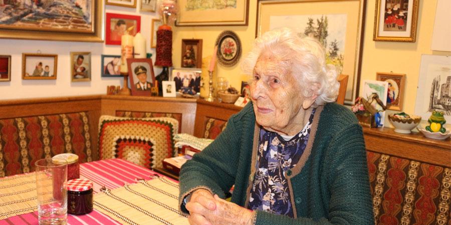 Hermanna Ehm trägt mit 101 Jahren Hörgeräte von Neuroth